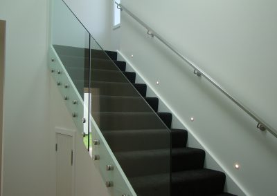 Continuous Stainless Steel rectangular Handrail compliments disc offsets