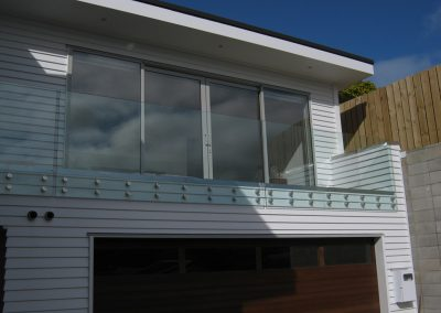 Frameless Glass Balustrade Disc mounted for maximum space and light
