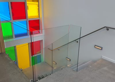 Frameless Glazed Balustrade with double disc offsets