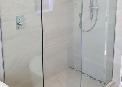 Frameless Walk in Shower with return and plinth