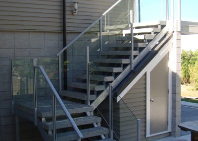 Combination of Semi-Frameless Balustrades to provide Handrail