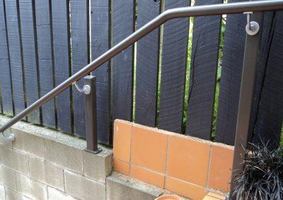 Shaped aluminum Handrail with anodised aluminium brackets
