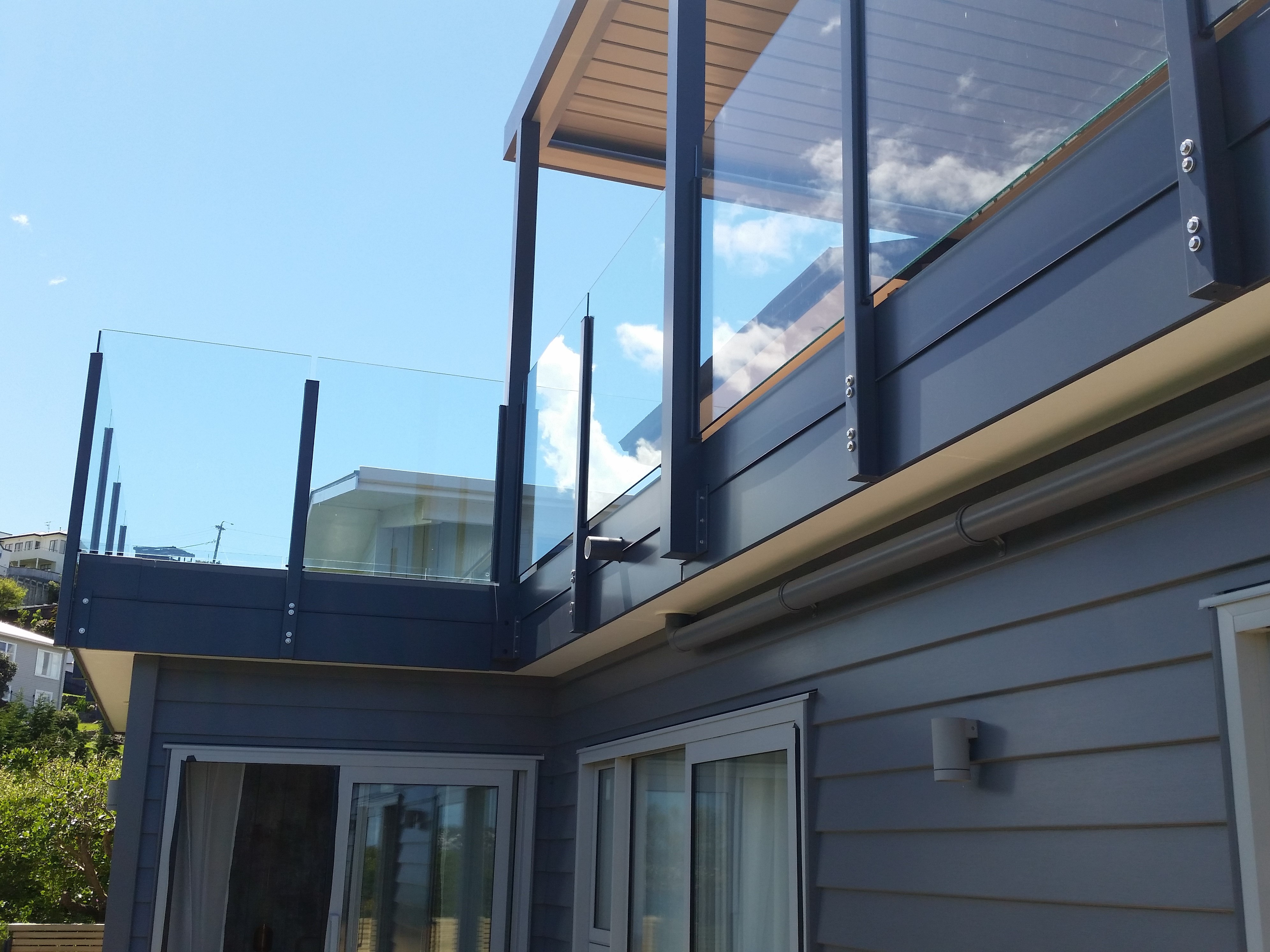 Semi-Frameless Vetro Glazed side fixed Balustrade for view with no top rail